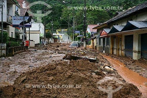 Rua coberta por lama após fortes chuvas  - Nova Friburgo - Rio de Janeiro - Brasil