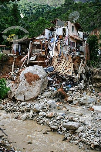 Casas destruídas pelo deslizamento de terra causado pelas fortes chuvas  - Teresópolis - Rio de Janeiro - Brasil
