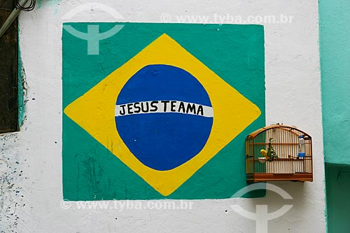 Bandeira do brasil com os dizeres Jesus te ama em muro no Morro do Timbau  - Rio de Janeiro - Rio de Janeiro - Brasil
