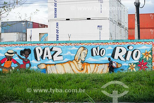 Grafite em muro próximo à Vila do João  - Rio de Janeiro - Rio de Janeiro - Brasil
