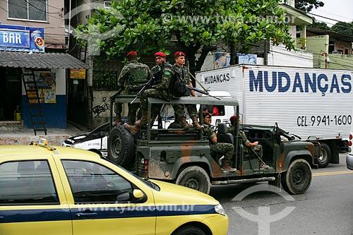 Patrulhamento do exército brasileiro no Complexo do Alemão  - Rio de Janeiro - Rio de Janeiro - Brasil
