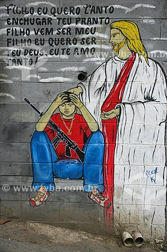 Grafite em muro no Complexo do Alemão  - Rio de Janeiro - Rio de Janeiro - Brasil