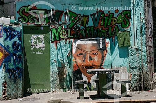 Grafite em muro da Favela do Mandela  - Rio de Janeiro - Rio de Janeiro - Brasil