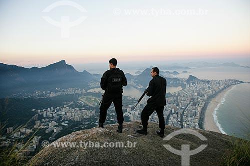 Exercício conjunto das forças policiais e militares para segurança da conferência RIO + 20 com Ipanema ao fundo  - Rio de Janeiro - Rio de Janeiro - Brasil