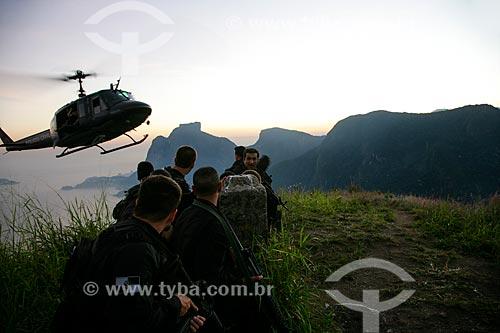 Exercício conjunto das forças policiais e militares para segurança da conferência RIO + 20 com a Pedra da Gávea ao fundo  - Rio de Janeiro - Rio de Janeiro - Brasil