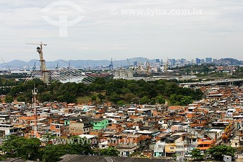 Vista da Favela Vila do Pinheiro com a Ponte do Saber ao fundo  - Rio de Janeiro - Rio de Janeiro - Brasil