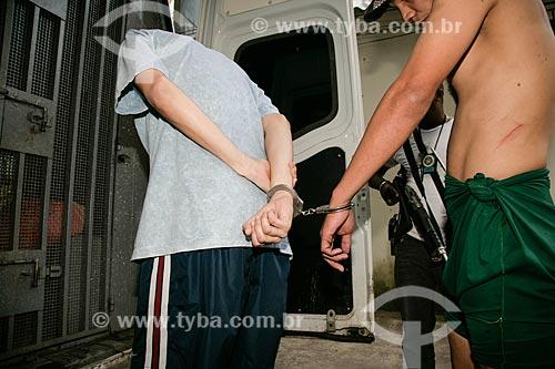 Transferência de presos da 14ª Delegacia de Polícia para presídio  - Rio de Janeiro - Rio de Janeiro - Brasil