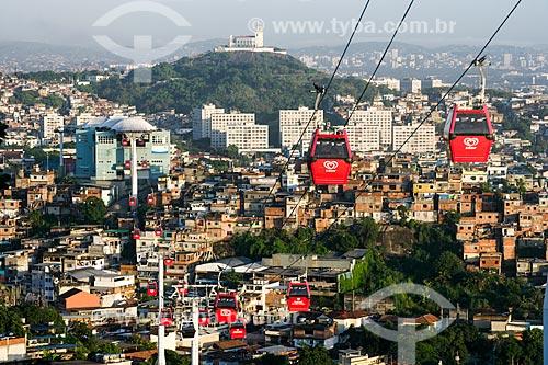 Gôndolas do Teleférico do Alemão - operado pela SuperVia - com a Igreja de Nossa Senhora da Penha ao fundo  - Rio de Janeiro - Rio de Janeiro - Brasil