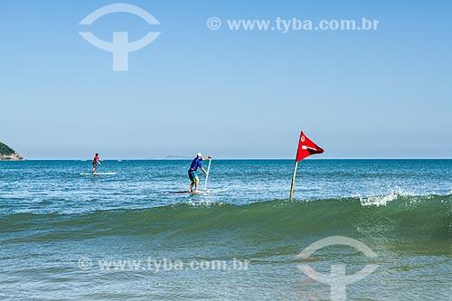 Assunto: Praticante de Paddle Surf na Praia dos Açores / Local: Pântano do Sul - Florianópolis - Santa Catarina (SC) - Brasil / Data: 02/2014