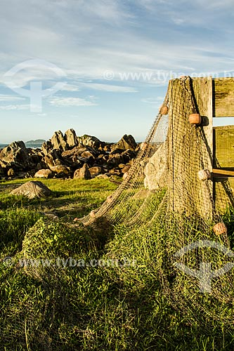 Assunto: Rede de pesca secando ao sol na Praia da Armação / Local: Florianópolis - Santa Catarina (SC) - Brasil / Data: 04/2014