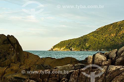 Assunto: Vista da pequena península antes conhecida como Ilha da Campanha, na Praia da Armação / Local: Florianópolis - Santa Catarina (SC) - Brasil / Data: 04/2014