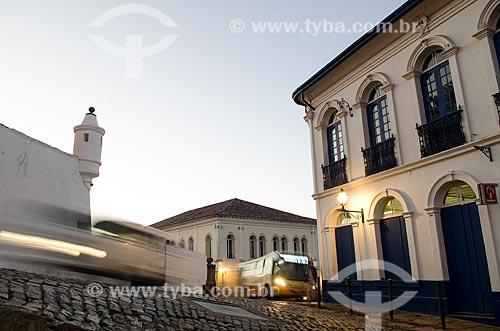 Assunto: Museu de Ciência e Técnica da Escola de Minas à esquerda e Agência do Bradesco à direita / Local: Ouro Preto - Minas Gerais (MG) - Brasil / Data: 06/2012