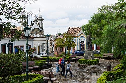 Assunto: Largo da Cruz e Igreja Nossa Senhora do Carmo ao fundo / Local: São João Del Rei - Minas Gerais (MG) - Brasil / Data: 11/2011