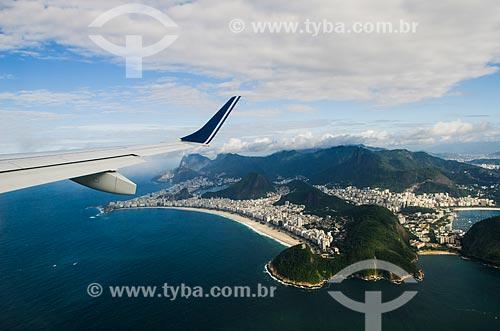 Voo da Companhia Azul - Modelo Embraer EMB 195 - sobrevoando a Praia de Copacabana  - Rio de Janeiro - Rio de Janeiro (RJ) - Brasil