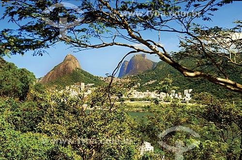 Assunto: Vista do Morro Dois Irmãos e a Pedra da Gávea a partir do Morro do Tabajáras / Local: Copacabana - Rio de Janeiro (RJ) - Brasil / Data: 08/2012