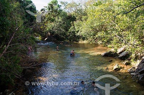 Assunto: Turistas nadando em rio / Local: Chapada dos Guimarães - Mato Grosso (MT) - Brasil / Data: 07/2013