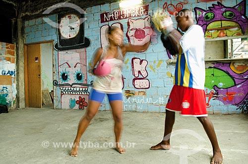 Assunto: Jovens treinando boxe no Lajão do  Tabajara - ONG centro cultural / Local: Rio de Janeiro (RJ) - Brasil / Data: 10/2013