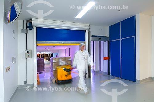 Assunto: Funcionário transportando matéria-prima numa paleteira - Laboratório Farmacêutico Farmanguinhos / Local: Rio de Janeiro (RJ) - Brasil / Data: 08/2010