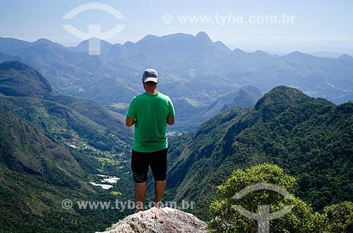 Assunto: Turista no Pico do Glória - Parque Nacional da Serra dos Órgãos / Local: Petrópolis - Rio de Janeiro (RJ) - Brasil / Data: 04/2014