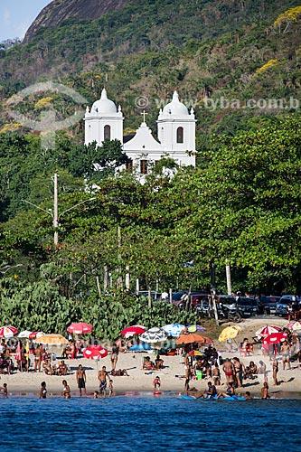 Assunto: Praia de Itaipu com a Igreja de São Sebastião de Itaipu (1716) ao fundo / Local: Itaipu - Niterói - Rio de Janeiro (RJ) - Brasil / Data: 03/2014