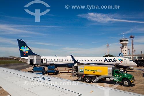 Assunto: Avião da Azul Linhas Aéreas Brasileiras após aterrissagem no Aeroporto Santa Genoveva (1955) / Local: Goiás (GO) - Brasil / Data: 05/2014