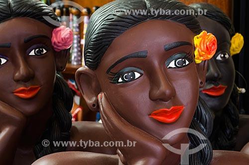 Assunto: Namoradeiras - bonecas que ficam expostas pelas janelas no Centro Luiz Gonzaga de Tradições Nordestinas / Local: São Cristovão - Rio de Janeiro (RJ) - Brasil / Data: 03/2011