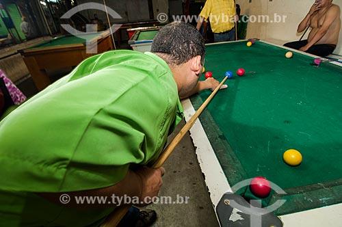 Assunto: Homem jogando sinuca / Local: São Cristovão - Rio de Janeiro (RJ) - Brasil / Data: 03/2011