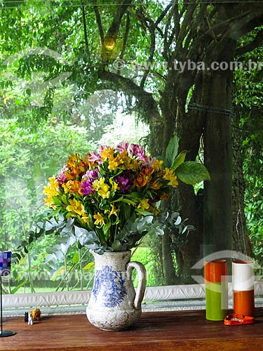 Assunto: Vaso de flores / Local: Canela - Rio Grande do Sul (RS) - Brasil / Data: 04/2014