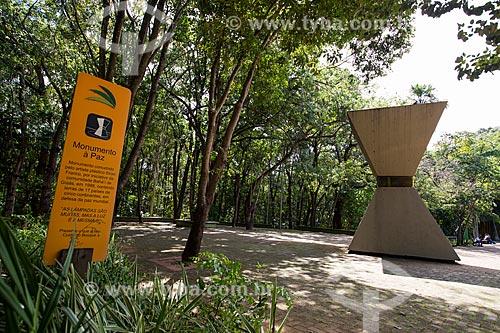 Assunto: Monumento à Paz Mundial (1988) - homenagem da Comunidade Internacional Bahàí às vítimas do acidente com o césio-137 / Local: Goiânia - Goiás (GO) - Brasil / Data: 05/2014