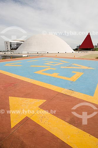 Assunto: Heliponto com a Biblioteca do Centro Cultural Oscar Niemeyer, Palácio da Música Belkiss Spenzièri e o Monumento aos Direitos Humanos ao fundo / Local: Goiânia - Goiás (GO) - Brasil / Data: 05/2014