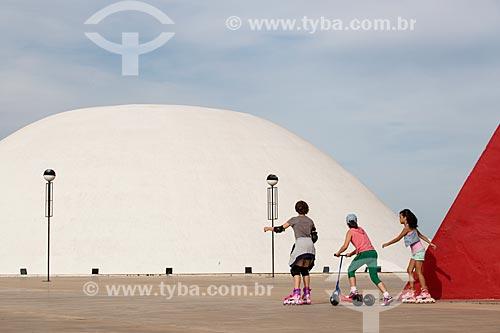 Assunto: Palácio da Música Belkiss Spenzièri e o Monumento aos Direitos Humanos (2006) - partes do Centro Cultural Oscar Niemeyer / Local: Goiânia - Goiás (GO) - Brasil / Data: 05/2014