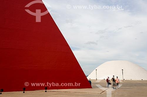 Assunto: Monumento aos Direitos Humanos e o Palácio da Música Belkiss Spenzièri (2006) - partes do Centro Cultural Oscar Niemeyer / Local: Goiânia - Goiás (GO) - Brasil / Data: 05/2014