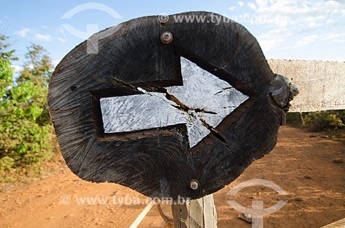 Assunto: Seta indicando direção  / Local: Chapada dos Guimarães - Mato Grosso (MT) - Brasil / Data: 07/2013