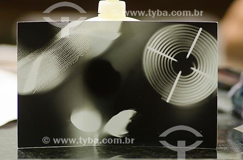Assunto: Negativo de fotos durante curso de fotografia / Local: Mato Grosso (MT) - Brasil / Data: 07/2013