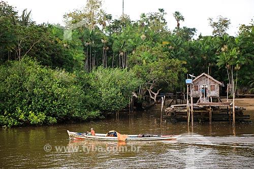Assunto: Canoa no Rio Macujubim próximo a cidade de Breves / Local: Breves - Pará (PA) - Brasil / Data: 03/2014
