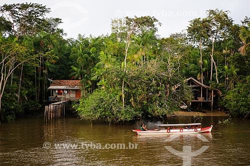 Assunto: Barco no Rio Macujubim próximo a cidade de Breves / Local: Breves - Pará (PA) - Brasil / Data: 03/2014
