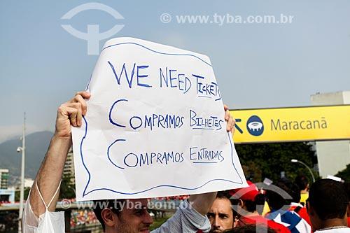 Assunto: Torcedor do Chile com cartaz com os dizeres