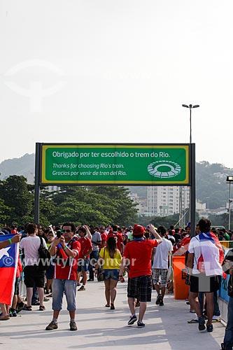 Assunto: Torcedores do Chile próximo ao Estádio Jornalista Mário Filho - também conhecido como Maracanã - chegando ao jogo entre Espanha x Chile / Local: Maracanã - Rio de Janeiro (RJ) - Brasil / Data: 06/2014