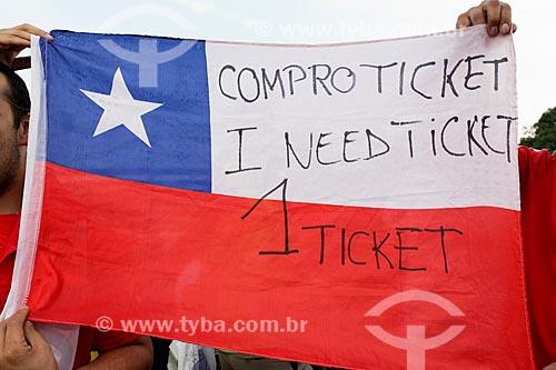 Assunto: Torcedor do Chile com bandeira com os dizeres