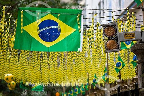 Assunto: Rua Silveira Martins enfeitada com as cores do Brasil para a Copa do Mundo / Local: Catete - Rio de Janeiro (RJ) - Brasil / Data: 06/2014