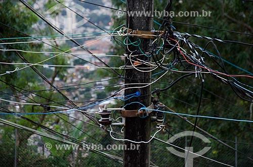 Assunto: Poste com fio elétricos no Morro dos Prazeres / Local: Santa Teresa - Rio de Janeiro (RJ) - Brasil / Data: 07/2013