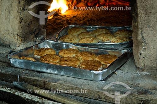 Assunto: Queijadinha indo ao fogão à lenha / Local: São Cristóvão - Sergipe (SE) - Brasil / Data: 08/2013