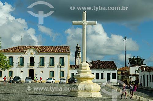 Assunto: Cruz na Praça de São Francisco com Museu Histórico de Sergipe ao fundo / Local: São Cristóvão - Sergipe (SE) - Brasil / Data: 08/2013