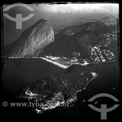 Assunto: Foto aérea do Morro Cara de Cão com o Pão de Açúcar ao fundo - foto feita com IPhone / Local: Urca - Rio de Janeiro (RJ) - Brasil / Data: 02/2014
