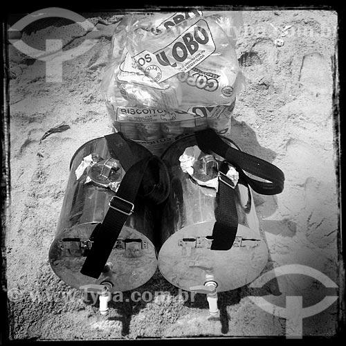 Assunto: Tonéis de vendedor de mate - considerados Patrimônio Cultural e Imaterial da cidade do Rio de Janeiro - e biscoitos de polvilho Globo - foto feita com IPhone / Local: Rio de Janeiro (RJ) - Brasil / Data: 12/2013