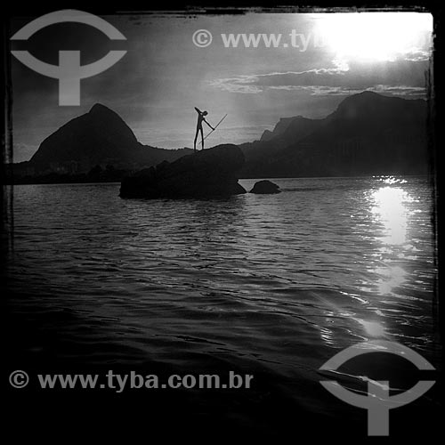 Assunto: Escultura O Curumim (1979) na Lagoa Rodrigo de Freitas - foto feita com IPhone / Local: Lagoa - Rio de Janeiro (RJ) - Brasil / Data: 12/2013