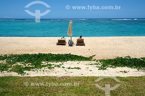 Assunto: Casal na praia da Península Le Morne Brabant / Local: Distrito de Rivière Noire - Maurício - África / Data: 11/2012