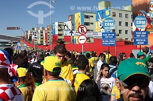Assunto: Torcedores chegando ao jogo entre Brasil x Croácia na Arena Corinthians pela Copa do Mundo no Brasil / Local: Itaquera - São Paulo (SP) - Brasil / Data: 06/2014