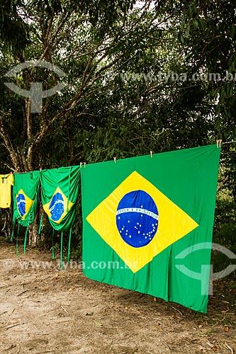 Assunto: Bandeiras do Brasil à venda na rodovia SC-402 / Local: Florianópolis - Santa Catarina (SC) - Brasil / Data: 06/2014