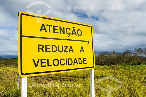 Assunto: Placa no acostamento da Rodovia Aparício Ramos Cordeiro / Local: Florianópolis - Santa Catarina (SC) - Brasil / Data: 06/2014